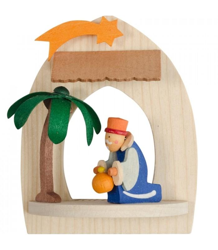 Le roi mage Gaspard et une offrande dans une petite cr u00e8che de Noelà suspendre au sapin, bois  # Creche Bois Le Roi
