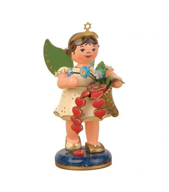 Figurine ange de Noël et petits coeurs rouges