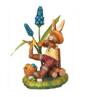 Lapin de Pâques en bois joueur de flûte