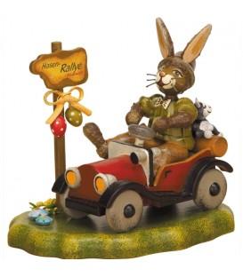 Lapin de Pâques en bois dans auto