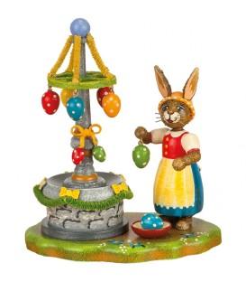Lapin de Pâques en bois et fontaine à oeufs de paques