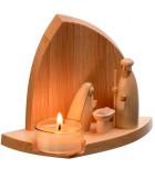 Crèche de Noël en bois avec un photophore