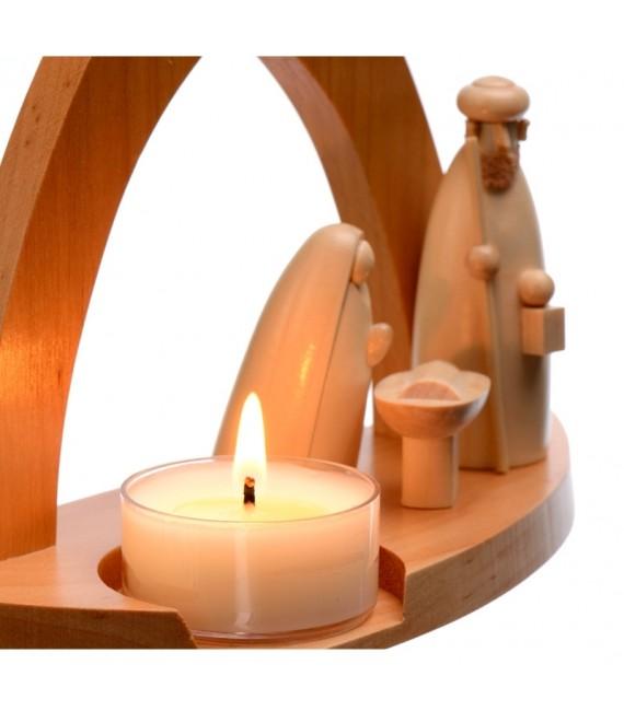 Figurines de la crèche de noel illuminé une bougie chauffe plat