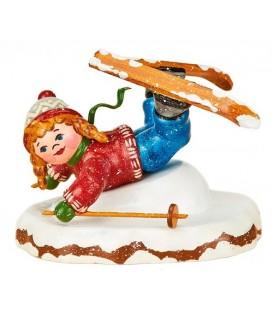 Village de Noël miniature, fillette chutant à ski
