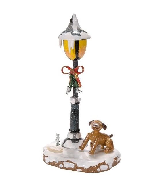 Village de Noël miniature, chien sous réverbère