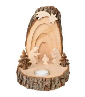 Petite crèche de Noël en écorce de bois avec sapins et bougeoir