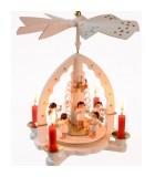 Pyramide à bougies blanche et orchestre d'anges