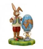 Lapin de Pâques en bois instituteur et mappemonde